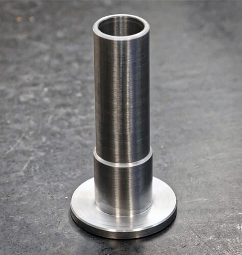 Výroba kovovej súčiastky pomocou cnc sústruženia