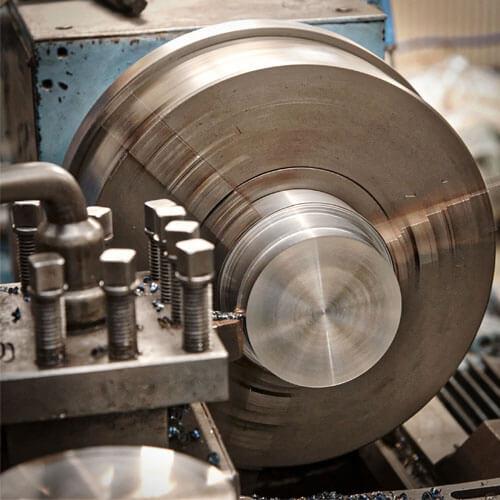 Výroba kovovej súčiastky pomocou klasického sústruženia.