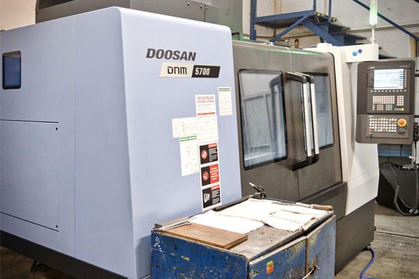 Obrábacie centrum DOOSAN DNM 5700 na CNC frézovanie