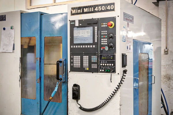 Obrábacie centrum Mini Mill 450 na CNC frézovanie
