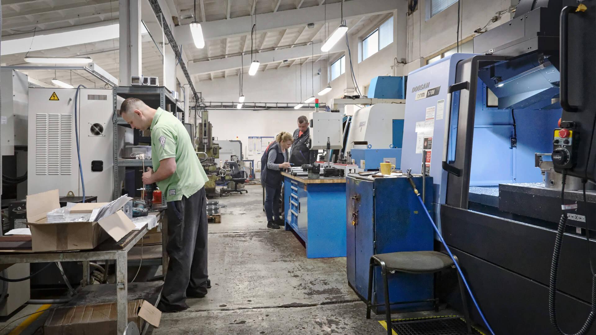 Výroba kovových súčiastok na cnc obrábacích zariadeniach